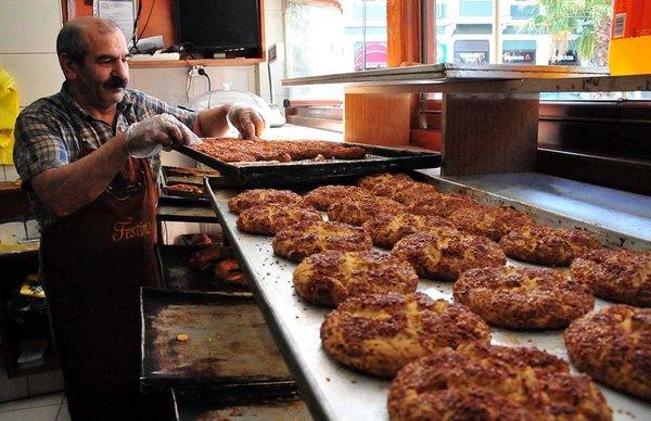 Tarihi fırında zorlu ramazan mesaisi