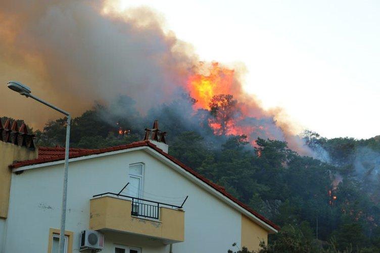 Marmaris'te ormanlık alanda yangın