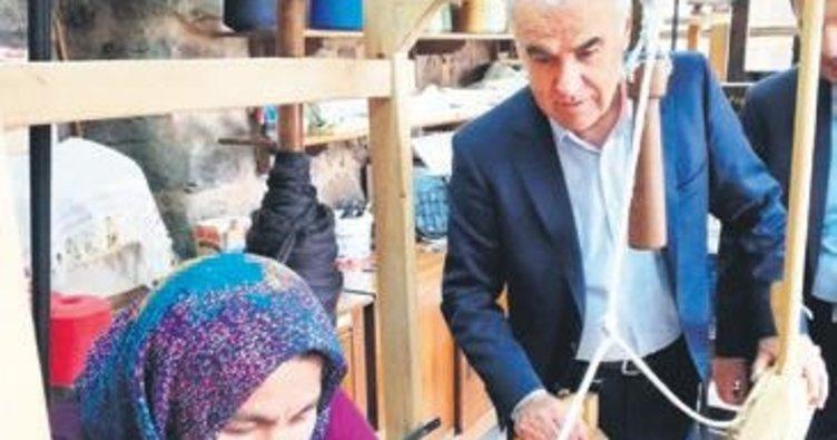 AK Parti'li Ceylan dokuma tezgâhında