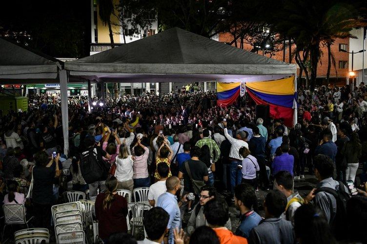 Guaido Venezuela'ya döndü! Havalimanında büyük şok