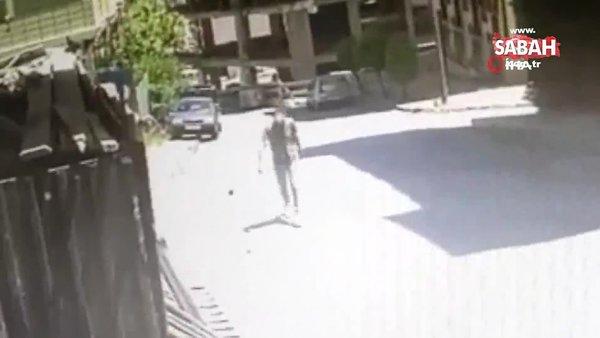 Demir doğrama dükkanının önündeki tabelayı çaldı, kameralara yakalandı | Video