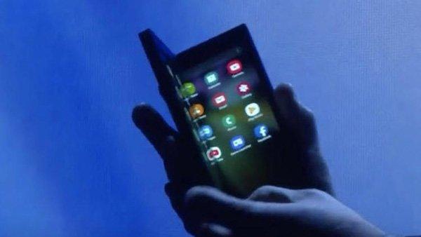 İşte karşınızda Samsung'un ekranı katlanabilen telefonu!