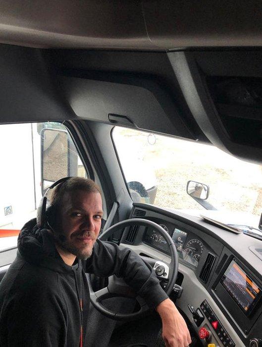 TIR şoförlüğüne başlayan Tolga Karel yeni hayatını anlattı