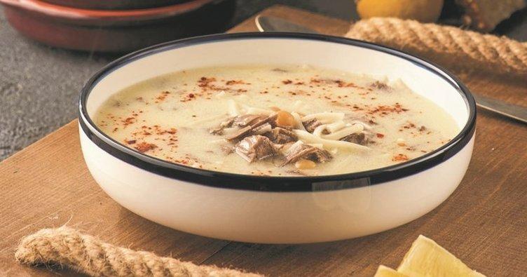 Yoğurt Terbiyeli Etli Erişte Çorbası Tarifi: Yoğurt Terbiyeli Etli Erişte Çorbası nasıl yapılır?