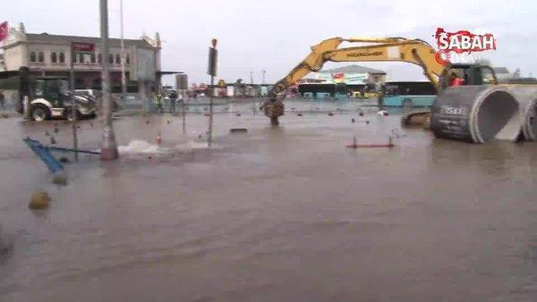 Son dakika: İstanbul'da Kadıköy'ü lağım suları bastı! Atık su gölü hastalık ve kötü koku saçıyor   Video