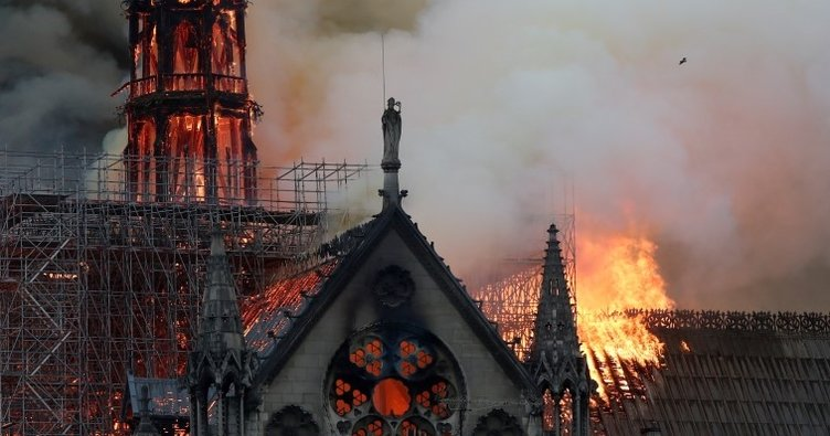 Vatikan'dan Notre Dame Katedrali restorasyonuna yardım teklifi