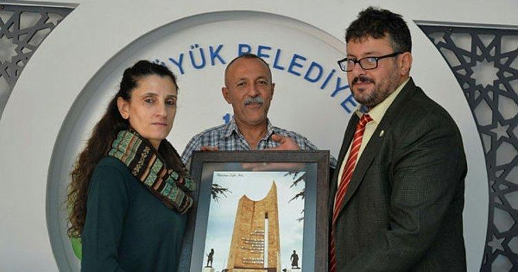 Tiyatro ekibinden Bozüyük Belediyesi'ne teşekkür plaketi