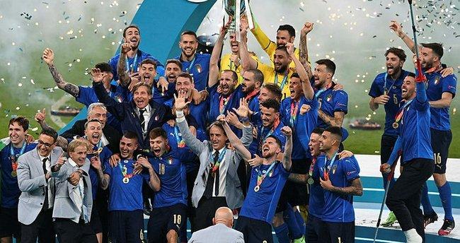 Son dakika: İtalya'nın 53 yıl sonra gelen şampiyonluğu Roberto Mancini'yi gözyaşlarına boğdu! Galatasaray'dan tebrik…