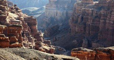 Dünyanın en büyük ikinci kanyonu: Kazakistan Çarın Kanyonu