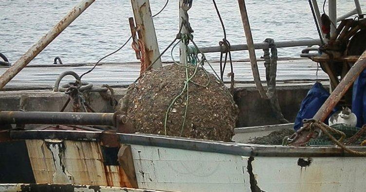 Foçalı balıkçının ağına mayın takıldı
