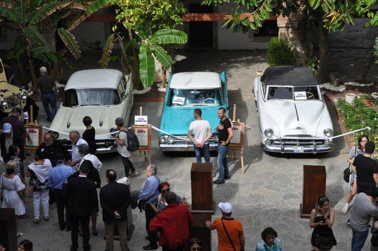 Kuşadası'nda antika otomobil, motosiklet ve soba sergisi