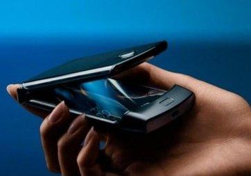 Efsane telefon Motorola Razr resmen tanıtıldı!