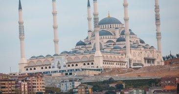 Çamlıca Camii'nde ilk sela okundu!