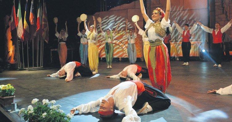 Dünya halk dansçıları Bursa'da buluştu