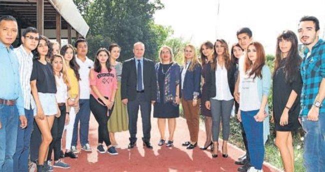 AÜ'de öğrenciler yemekte buluştu