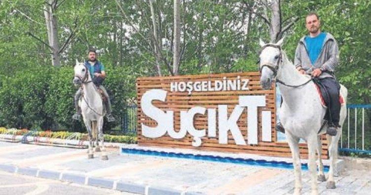 At sırtında Polonya'dan Kudüs'e gidiyor