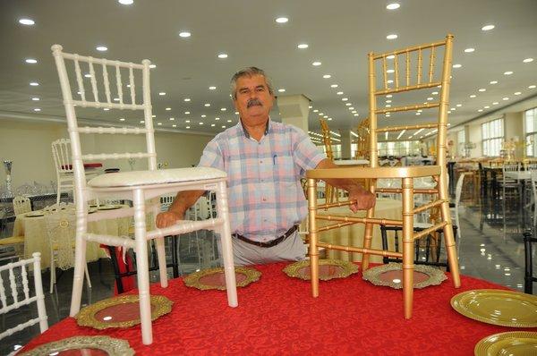 vazgecmedi azmetti simdi 6 kitaya sandalye masa satiyor 1633612833836