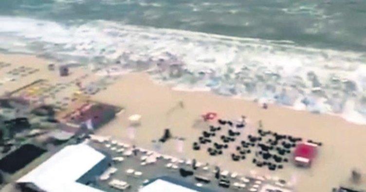 Mini tsunami sahili dağıttı