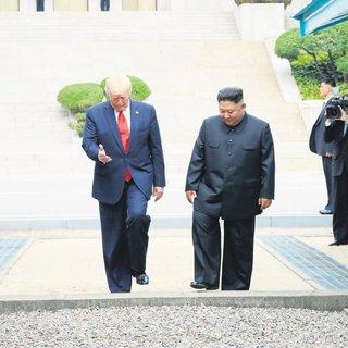 Kuzey Kore'ye adım atan ilk ABD lideri oldu