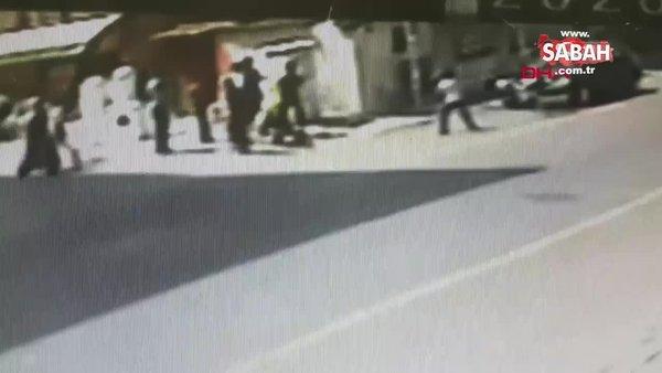 Kardeşini döven 16 yaşındaki genci tek yumrukla bayıltması kamerada | Video