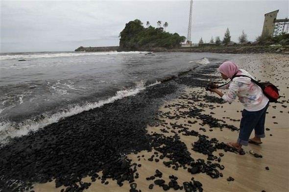 2 bin ton kömür sahile vurdu