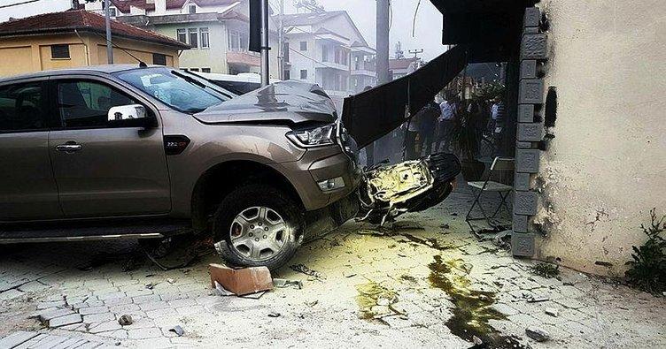 Kazada ezilmekten son anda kurtuldu