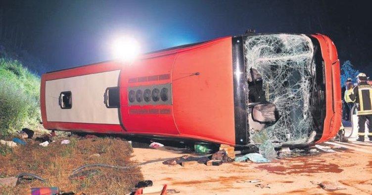 Otobüs devrildi: 4'ü ağır 9 yaralı