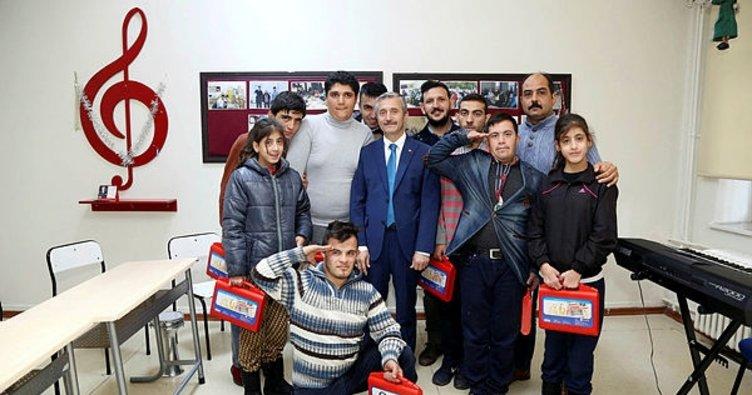 Tahmazoğlu'ndan, down sendromlu çocuklara ziyaret