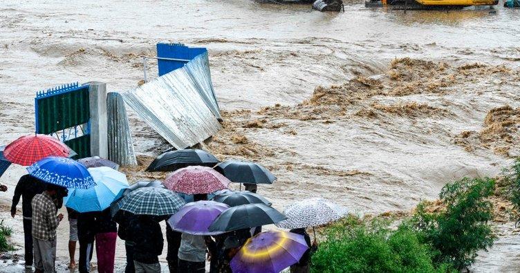 Nepal'de sel ve toprak kaymaları sonucu 30 kişi öldü
