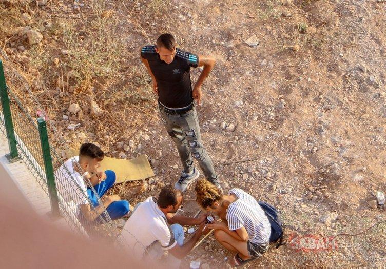 Son dakika haberi: Antalya'da şok görüntüler! Şırıngayı boynuna sapladı...