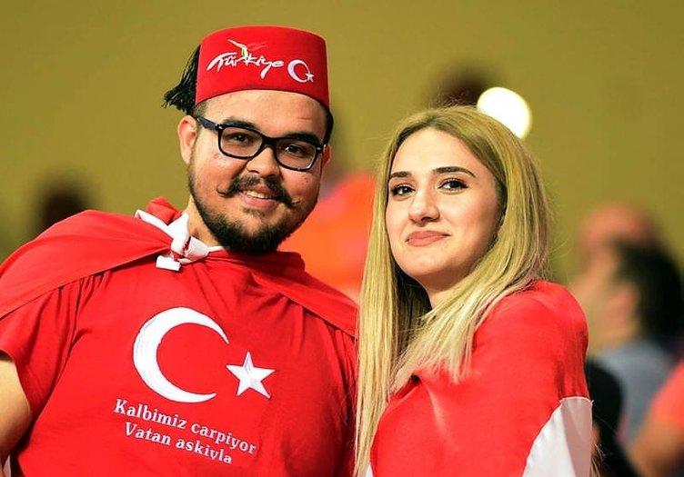 Türkiye-Kosova maçında tribünlere 'kardeşlik' damga vurdu