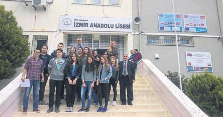 İzmir Anadolu Lisesi'nin 3 projesine AB'den onay
