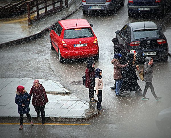 Erzurum'a nisan karı