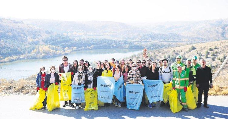 Üniversite öğrencilerinden çevre temizliği