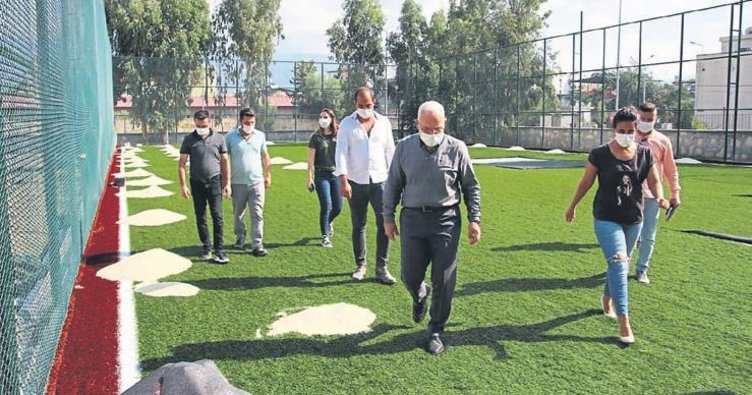 İskenderun'da spor tesis yapımı hızla sürüyor