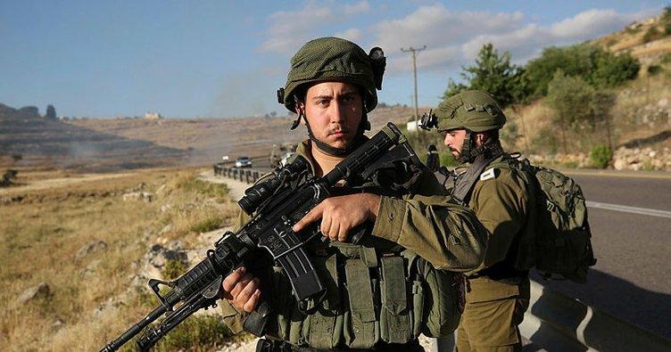 İşgalci İsrail güçlerinden Batı Şeria'daki Filistinli polislere gözaltı