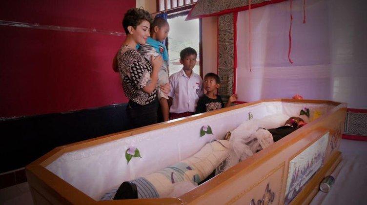 Endonezya'da 'Yok artık' dedirten gelenek: Ölüler ile yaşıyorlar!