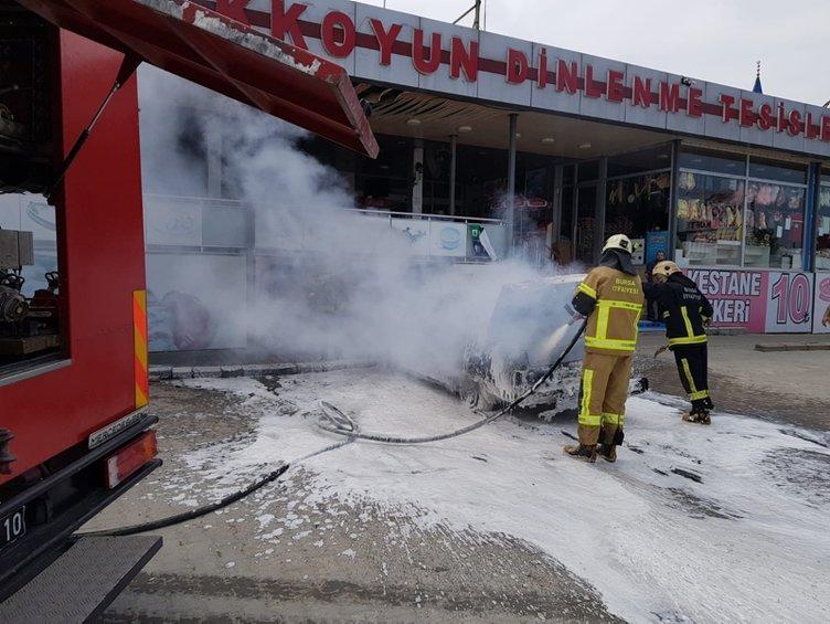 Otomobil alev alev yandı! 3 yaşındaki çocuk ağır yaralandı...