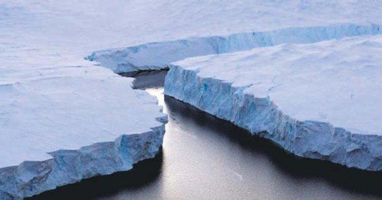 Antarktika'da dev delik