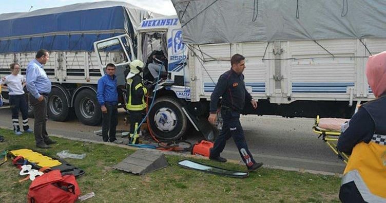 Manisa'da TIR'lar çarpıştı; 1 yaralı