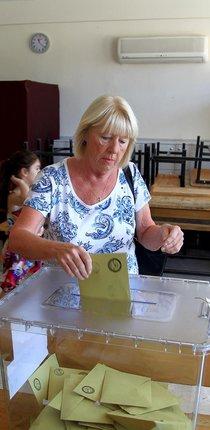 Muğla'da yerleşik yabancılar oy kullandı
