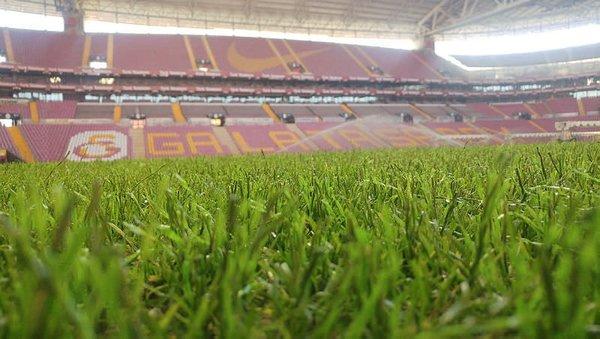 Galatasaray hibrit çime geçti