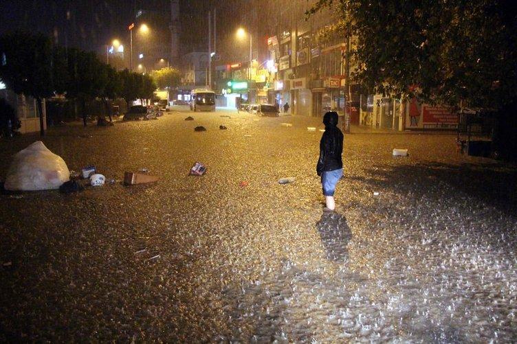 Yarım saatlik yağmur hayatı felç etti