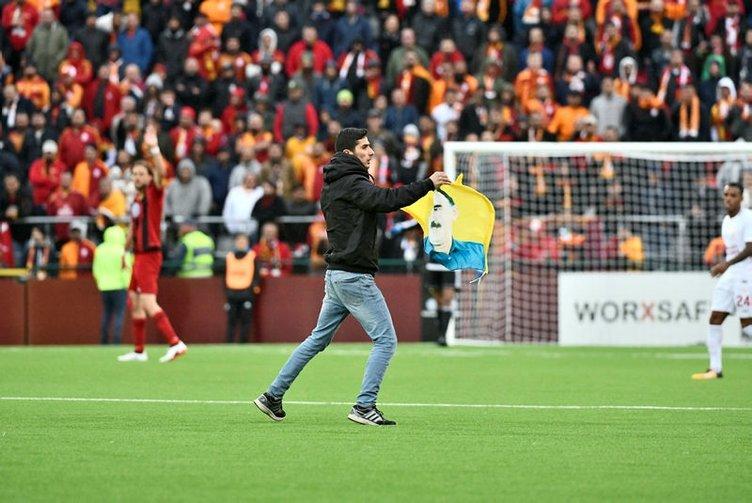 Östersunds-Galatasaray maçında sahaya PKK'lı girdi!