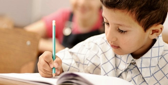 İlkokul birinci sınıfta bitişik el yazısı tercihe bırakıldı