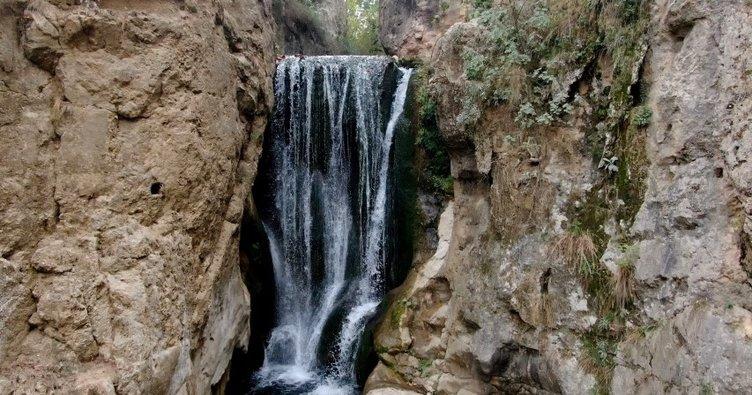 Tarih içindeki doğal güzellik Yarhisar Şelalesi sonbaharda da ilgi çekiyor