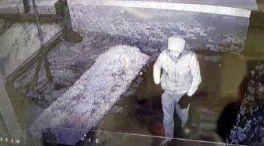 Sadaka kutusu hırsızı kameraya yakalandı