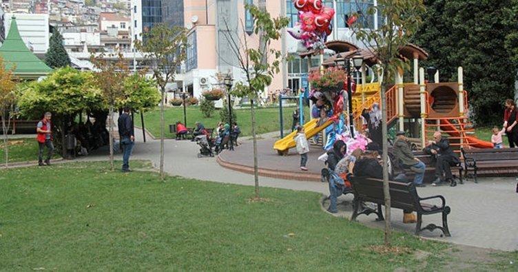 Vatandaşlar yazı aratmayan sonbaharın tadını dışarıda çıkarıyor