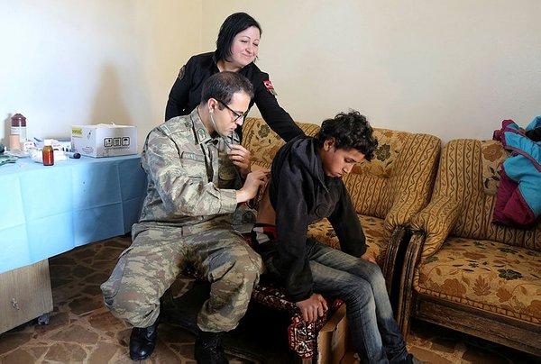 Teröristlerden arındırılan Cinderes'e Türk Kızılayı hayat oluyor