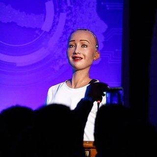Robot Sophia: İnsan hayatının alternatifi yok